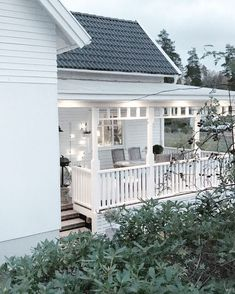 Pergola At Home Depot Pergola Designs, Patio Design, Exterior Design, Pergola Patio, Backyard Landscaping, White Farmhouse Exterior, Victorian Porch, Barn Renovation, Hamptons House