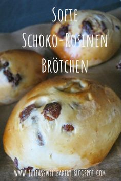 Softe Schoko-Rosinen Brötchen These soft chocolate-raisin rolls taste wonderful for breakfast and also as a snack for in between. Oreo Cake Recipes, Easy Cake Recipes, Bread Recipes, Baking Recipes, Snack Recipes, Dessert Recipes, Snacks, Chocolate Raisins, Chocolate Oreo Cake
