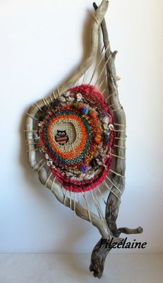 Owl in Round in Branches Idea Owl in Round in Branches Idea Eule in Runde in Filialen Idee Eule in Runde in Filialen Idee Weaving Projects, Weaving Art, Tapestry Weaving, Loom Weaving, Art Fibres Textiles, Textile Fiber Art, Fabric Art, Fabric Crafts, Circular Weaving