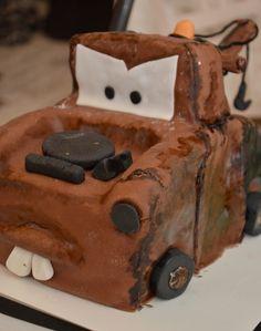 Martti-kakku cars-cake tekijänä mieheni <3 Cars, Desserts, Food, Tailgate Desserts, Deserts, Autos, Essen, Car, Postres