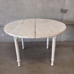 White Round Country Table @ www.UrbanAmericana.com