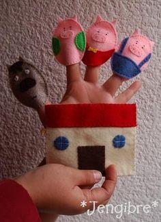 ¿Alguna vez les contaron el cuento de los tres cochinitos y el lobo feroz?.... pero a que no se los contaron con mini marionetas para dedo h...