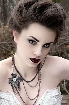 makeup business look | How to do Gothic Makeup | Womenz Magazine