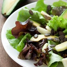 Avocado and Pear Salad with Pumpkin Seeds Pear Salad, Kiwi, Salad Recipes, Sushi, Avocado, Salads, Mexican, Vegetarian, Pumpkin