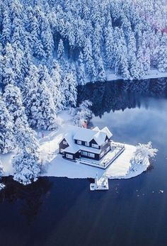 Post with 2837 votes and 115075 views. Tagged with nature, photography, awesome, amazing, beautiful; Shared by jaxsonjames. Winter getaway anyone? Beautiful World, Beautiful Places, Wonderful Places, Amazing Things, Winter Szenen, Winter Hiking, Photos Voyages, Snow Scenes, Winter Beauty