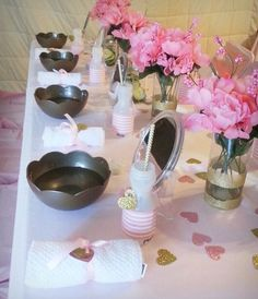 Pretty table settings at a Pink Gold Spa Party (love the bowls!) #pinkgold #spaparty
