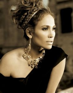 J-LO's hair style is hot in this