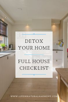 Detox Your Home: Full House Checklist Detox Your Home with this checklist! Detox your environment f Natural Cleaning Recipes, Natural Cleaning Products, Diy Home Cleaning, Cleaning Hacks, Green Cleaning, Organic Living, Natural Living, Full House, Detox Your Home