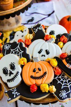 Halloween Desserts, Halloween Cupcakes, Holloween Cookies, Halloween Pumpkin Cookies, Halloween Cookie Recipes, Halloween Cookies Decorated, Theme Halloween, Halloween Treats, Spooky Treats