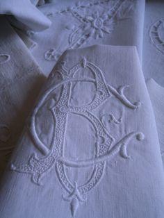 Monogrammes forever - De la cave au grenier et l'atelier d'Aston