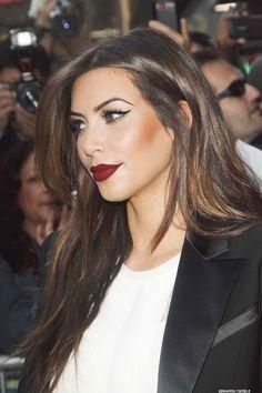 I like the dark red lip