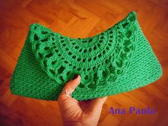 carteira (crocheted clutch)