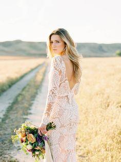 California bridals in fields of wildflowers via Magnolia Rouge  . . . . . #taralauren #tlbabe #taralaurenbride #bride #wedding #weddingdress #weddinginspo #weddingideas #weddinginspiration #weddingphotography #bohobride #bohemian #boho #rustic #stylemepretty #greenweddingshoes #magnoliarouge #hellomay #california #californiawedding #bohowedding #vintage #summerwedding