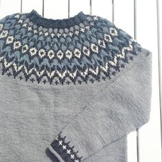 294 отметок «Нравится», 12 комментариев — Anette (@anetteta) в Instagram: «  r i d d a r i   den siste uka har jeg  strikket mønsteret for andre gang, nå passer den 👌🏻💙…»