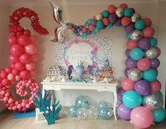 Encantada com essa produção linda! E essa cauda, feita com balões 😱 Festa Sereia por from - Lil Mermaid Birthday Party, Mermaid Parties, First Birthday Parties, Girl Birthday, First Birthdays, Birthday Ideas, Mermaid Party Decorations, Birthday Party Decorations, Backdrop Decorations