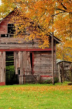 ❤ The old barn ain't quite as red as it used to be...REMINDS ME OF MY AUNTS COB SHED.