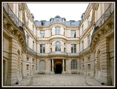 Hôtel de Beauvais [1655-60]- Paris IV // Architecte: Antoine Le Pautre [1621-79] (photo : Laurent D. Ruamps)