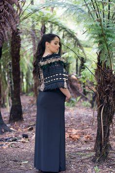 Korowai's and Maori accessories Muslimah Clothing, Maori Patterns, Flax Weaving, Long White Cloud, Maori Designs, Nz Art, Maori Art, Knitted Shawls, Contemporary Fashion