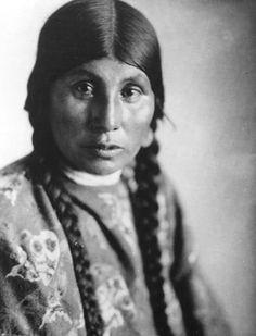 Ki-A-Nut (the wife of Charlie Stalumita) - Warm Springs - 1913