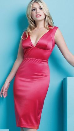 47 Sexy Holly Willoughby Pictures Show Off Hot Curvy Body Satin Dresses, Silk Dress, Dress Skirt, Holly Willoughby Legs, Flawless Beauty, Woman Crush, Elegant, Outfit, Gorgeous Women