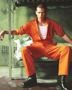pb, prison break και wentworth miller εικόνα στο We Heart It Wentworth Miller Prison Break, Wentworth Prison, Michael Schofield, Leonard Snart, Famous Men, Daily Photo, Celebs, Celebrities, Best Tv Shows