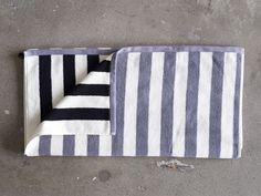 Gypsy Interior Design Dress My Wagon| Serafini Amelia| Weihnachten 2014 - Das Duschhandtuch Rand macht mit seiner unterschiedlichen Vorder- und Rückseite jeden Morgenmuffel munter. http://www.gudrunsjoeden.de/wohnen/produkte/handtuecher