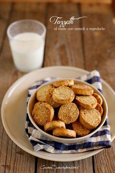 Cucina Scacciapensieri: Tozzetti al miele con cereali e mandorle