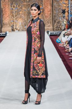 Tailored cut complimented with drapes of chiffon by #AyeshaAejaz
