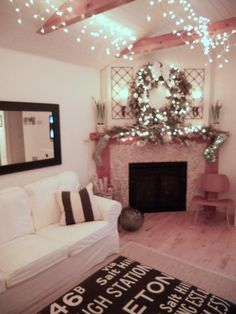 Hang little white icicle lights the full length of the living room from the rafters. It feels magical as the sun goes down and the twinkle of the night sky fills your home. Decor Color Schemes, Decor, Interior Lighting, Luxurious Bedrooms, Christmas Living Rooms, Christmas House Lights, Trending Decor, Exterior House Colors, Christmas Decorations Living Room