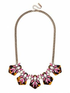 love the touch of girlishness in this collar.
