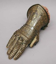 Gauntlet for the right hand, belonging to the armor of the Count of Niebla 1590