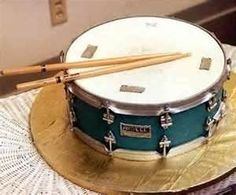 Snare drum cake groom's cake idea for Bryan! Crazy Cakes, Fancy Cakes, Cute Cakes, Music Themed Cakes, Music Cakes, Piano Cakes, Theme Cakes, Unique Cakes, Creative Cakes
