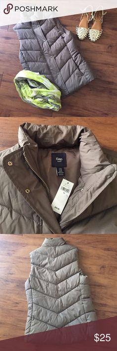 GAP Brown Bubble Vest NWT. Size XS. It has pockets on the front. Retails for $59.99. GAP Jackets & Coats Vests