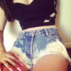 Love these high waisted Jean shorts!!