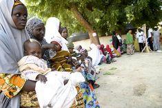 Le Dr. Joanne Liu, présidente internationale de MSF et Natalie Roberts, responsable des programmes d'urgence étaient récemment au Nigeria, dans l'État de Borno.  En plus de la faim et des déplacements de populations, elles ont remarqué autre chose de très dérangeant sur place il y avait très peu d'enfants de moins de cinq ans. « Pas de touts petits à califourchon sur les hanches de leurs grandes sœurs. Pas de bébés drapés sur le dos de leurs mères. Comme s'ils avaient disparu.»…