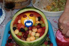 gateau de couches et plateau de fruits !!!