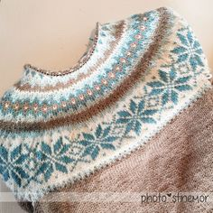 Land of the sweets, frosty, glassy, shimmery snowflake pattern - småØyeblikk - small moments - Knitting Designs, Knitting Patterns Free, Knit Patterns, Knitting Projects, Knitted Washcloths, Icelandic Sweaters, Crochet Wool, Fair Isle Pattern, Fair Isle Knitting