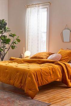 Burnt Orange Bedroom, Mustard Bedroom, Mustard Yellow Bedrooms, Bedroom Green, Room Ideas Bedroom, Bedroom Themes, 70s Bedroom, Bright Bedroom Ideas, Velvet Bedroom