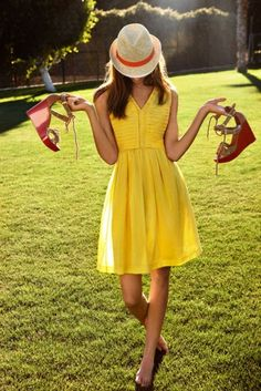 """""""Barefoot in yellow"""" Bobbie"""