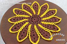 Toalhinha de Crochê Primaveril - Receita de Croche com o Passo a Passo no Link http://www.aprendendocroche.com/receitas-de-croche/video-aula.asp?resid=1508&tree=11