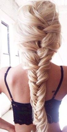 Oh my...I'm obsessed with this messy but clean braid!!