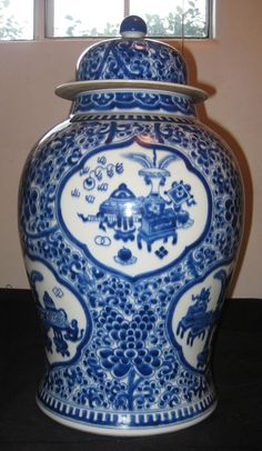 ANTIQUE CHINESE PORCELAIN BLUE & WHITE WITH LID VASE, 19TH CENTURY, NR.