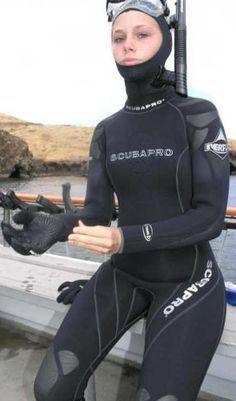 Risks And Rewards Of Scuba Diving Women's Diving, Deep Diving, Scuba Diving Gear, Diving Suit, Scuba Wetsuit, Diving Wetsuits, David Beckham Suit, Carros Lamborghini, Diving Lessons