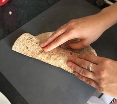 FIT Tortilla z kurczakiem i sosem czosnkowym - Mocne Kalorie Lunch Box, Bread, Foods, Food Food, Food Items, Bakeries, Breads