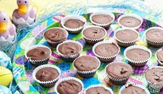 Delicious Paleo bite-sized chocolate treats for the whole family. Cheap Chocolate, Paleo Chocolate, Chocolate Treats, Homemade Chocolate, Dessert Chocolate, Paleo Dessert, Paleo Sweets, Healthier Desserts, Diet Desserts