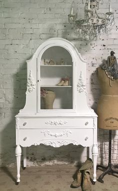 Painted Cottage Prairie Chic One of a Kind Vintage China Display Cabinet CC1192 Painted Cottage, Shabby Cottage, Cottage Chic, My Furniture, Painted Furniture, Vintage China Cabinets, Shabby Chic Shelves, China Cabinet Display, French Provincial Furniture