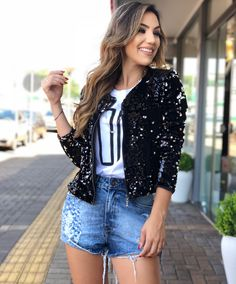 Super T-shirt Look Balada Ideas Basic Outfits, Classy Outfits, Skirt Outfits, Cute Outfits, Sexy Outfits, Shirt Skirt, Shorts, Shirt Refashion, Casual T Shirts