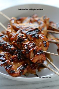 Grilled Asian Sweet and Spicy Chicken Skewers over Brown Rice Super simple finger licking good chicken skewers with the tastiest homemade Asian BBQ sauce ever! - Grilled Asian Sweet and Spicy Chicken Skewers Turkey Recipes, Chicken Recipes, Asia Food, Sweet And Spicy Chicken, Asian Chicken, Chinese Chicken, Chicken Art, Sesame Chicken, Greek Chicken