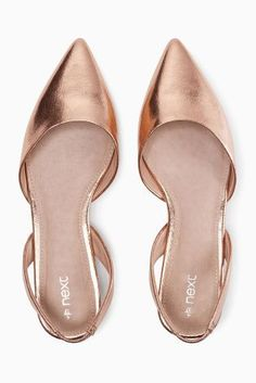 I love these Rose gold metallic flats. I've been looking for a pair but having a hard time finding some.