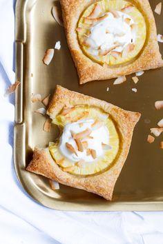 Makkelijk, lactosevrij, vegan en suikervrij ananas-bladerdeegtoetje! Nu op Zoetrecepten